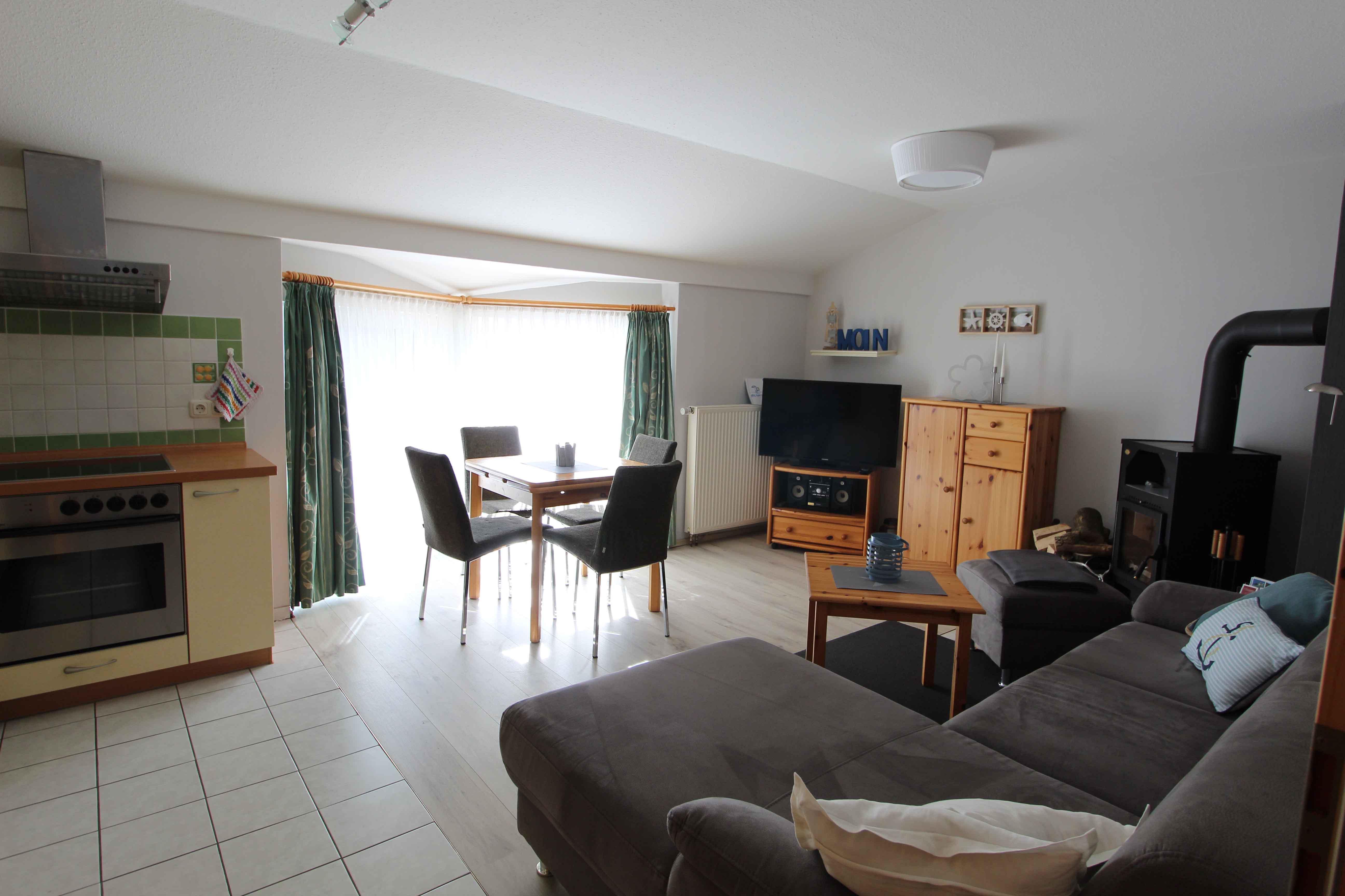 Wohnzimmer mit offener Küche_web